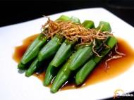 姜丝蚝油扒羊角豆(蒸)